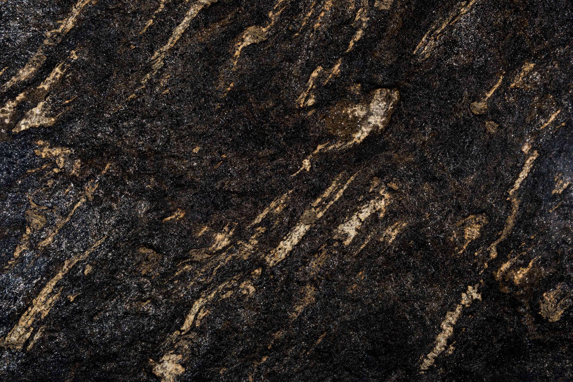 Saturnia-Gold